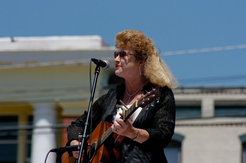 Sue Nester performing